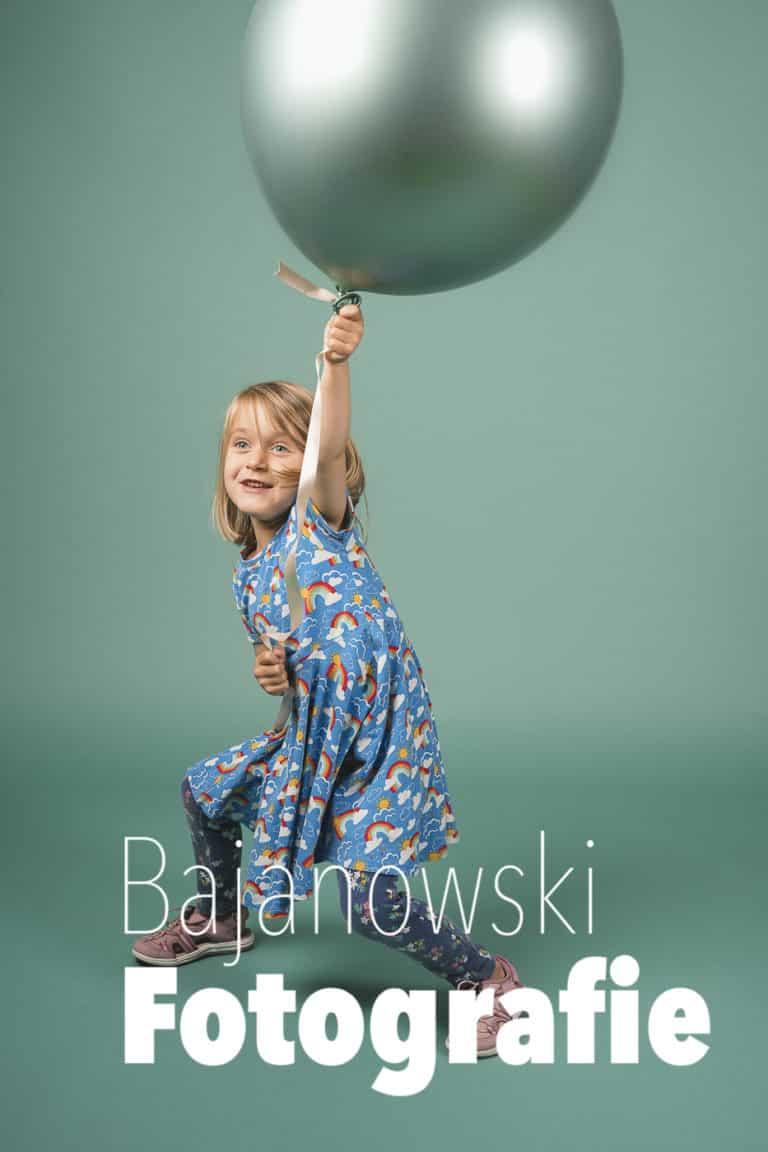 Kind mit Ballon Kindergartenfotos im Studio